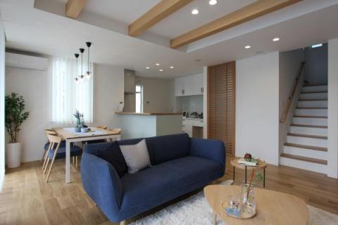 モデル棟LDK:コーディネーター監修のカフェ風の内装、家具