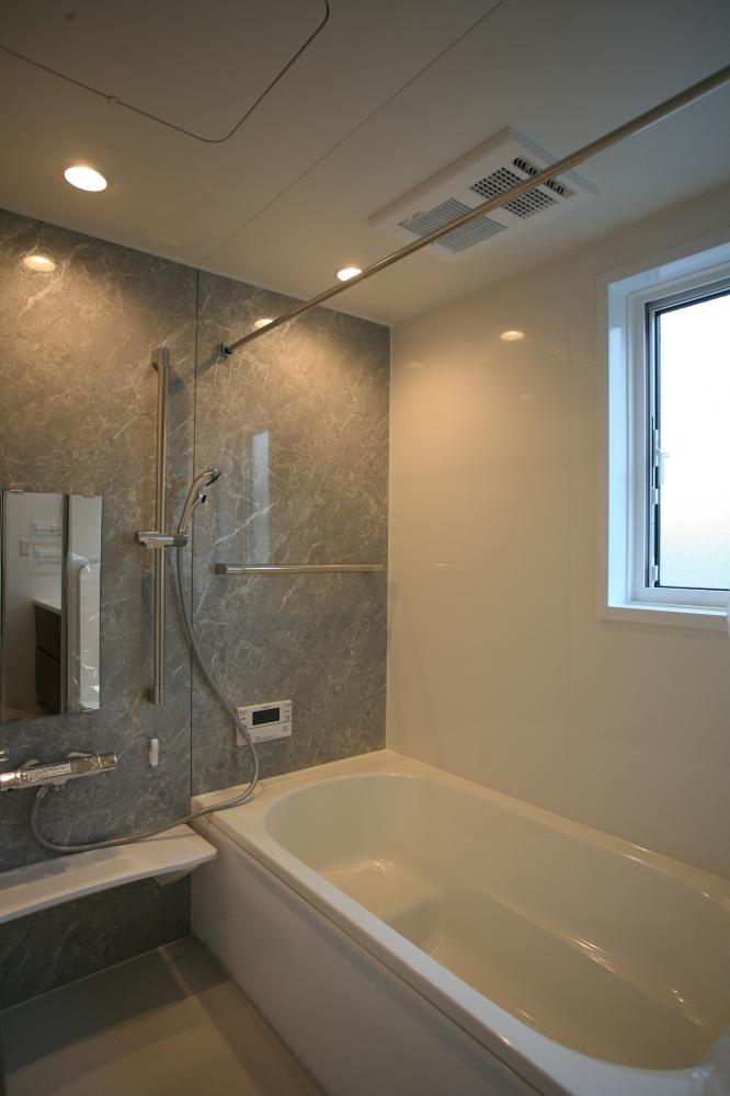 清潔感のあるグレーの浴室♪