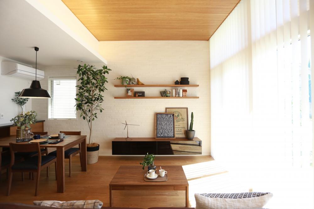 3mの天井が広がり、居心地のいい空間になっています♪