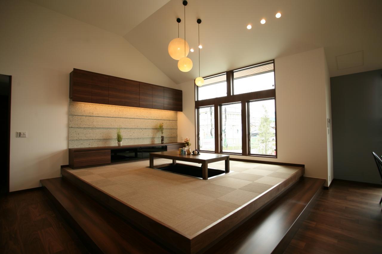 小上がりの畳リビング。素敵な和モダン空間です♪