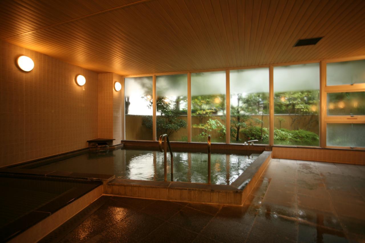 掃除の時間以外は、24時間いつでも入浴できる温泉の大浴場です