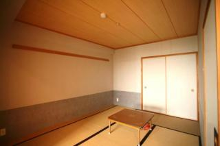 大浴場で入浴後、ゴロンと横になれる和室です