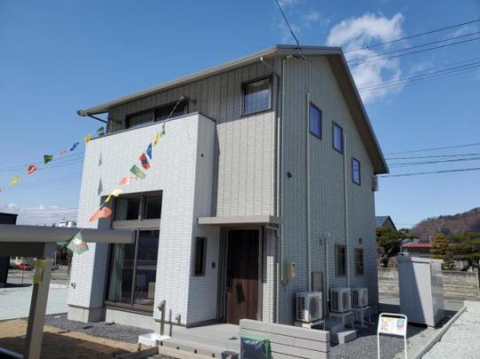 太陽光発電システムを設置した環境に配慮した住宅です。