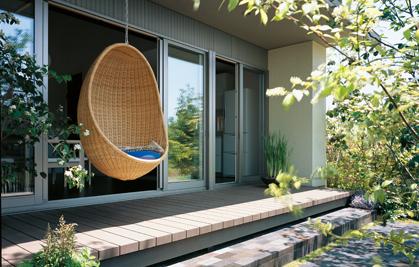庭の植栽で風を導き、直射日光を遮る微気候デザイン